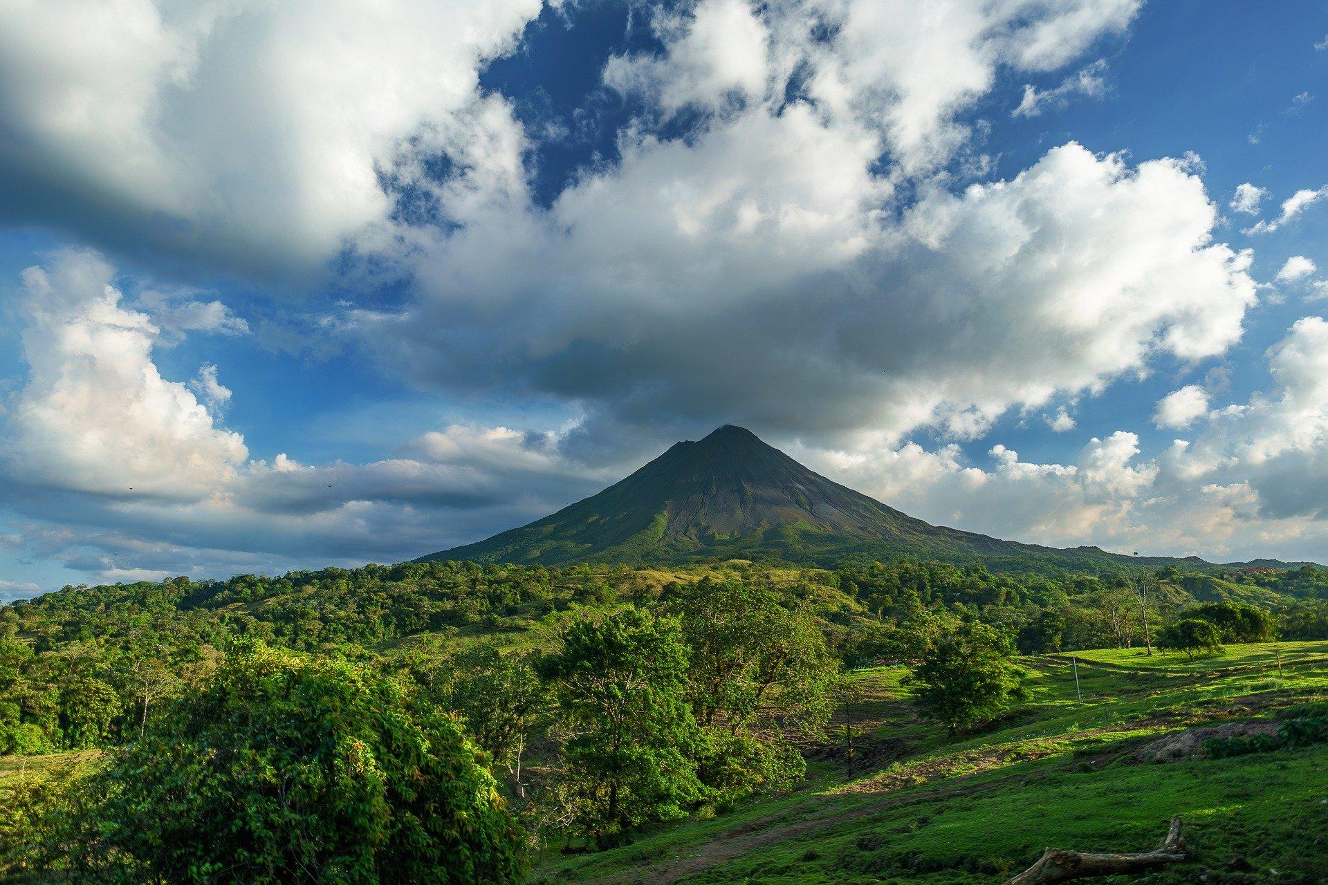 Best Costa Rican attractions, Arenal Volcano in San Carlos, Costa Rica